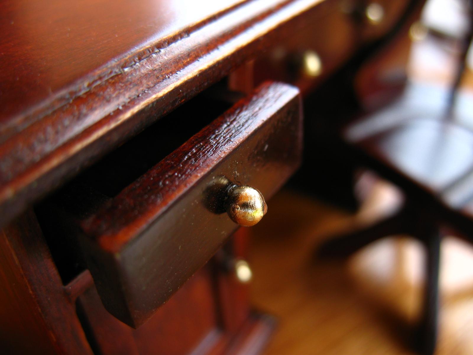 Renowacja mebli drewnianych