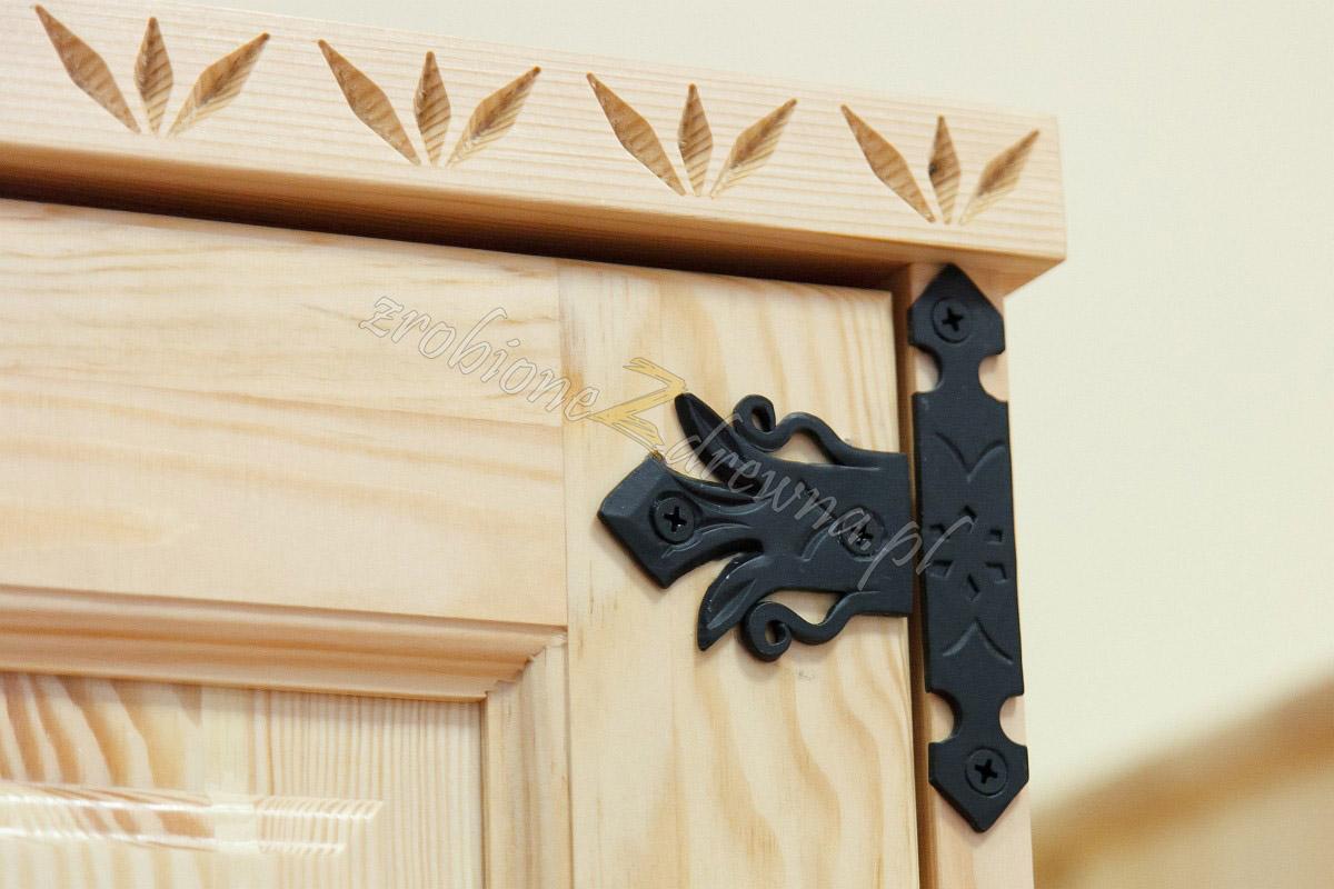 Pieniek czyli pierwsze krzesło. Meble drewniane.
